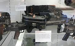 Lewis_machine_gun